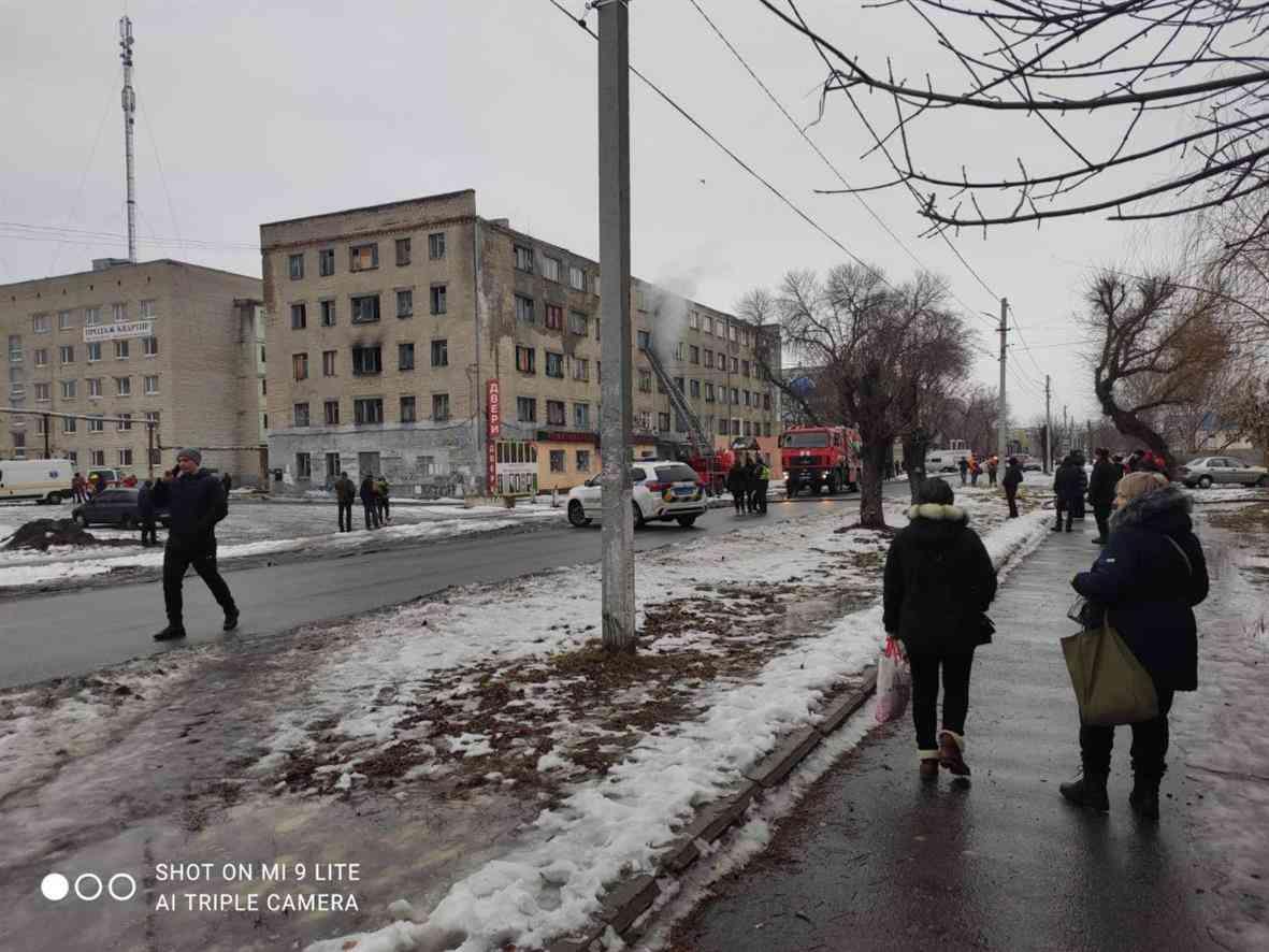 В Павлограде горит общежитие на Заводской - людей срочно эвакуируют