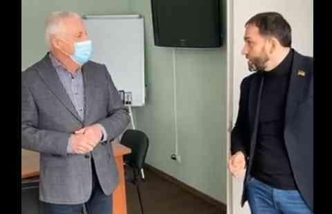 Роман Каптелов залил кабинет городского головы Павлограда канализационными стоками