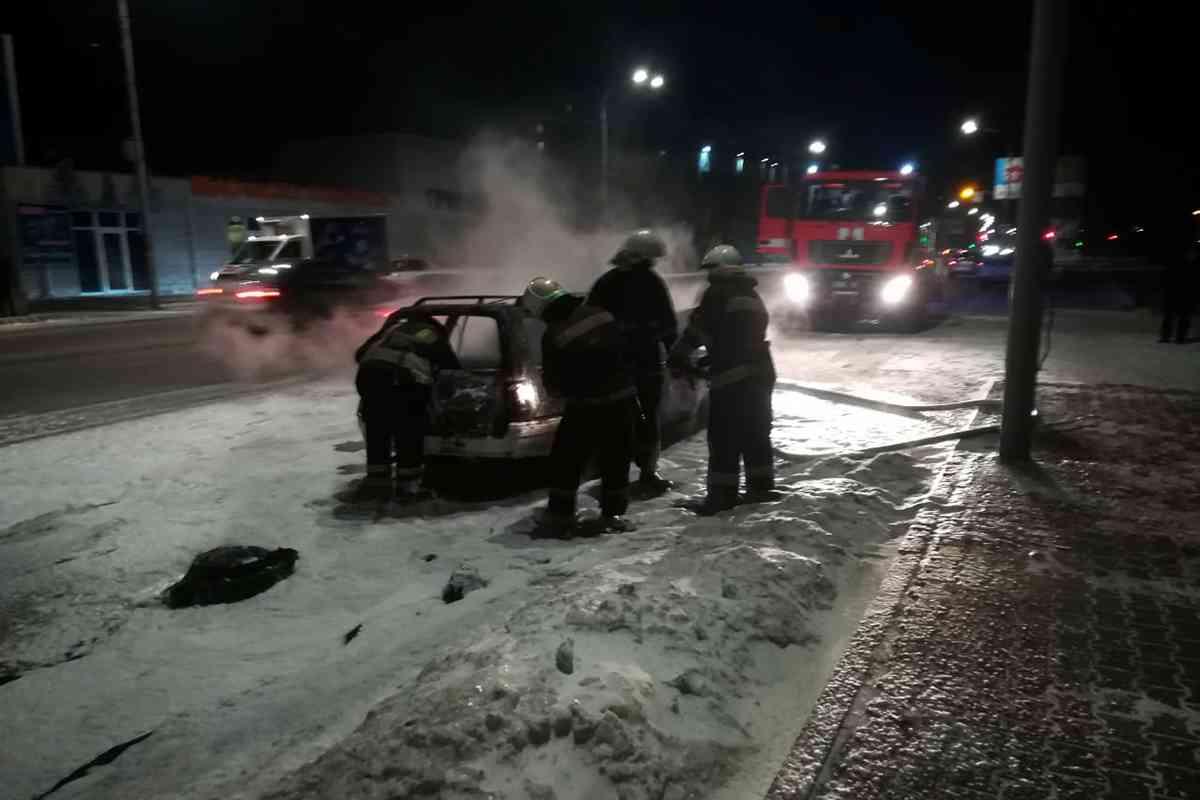 В Павлограде спасатели тушили вспыхнувший «Opel Kadett»