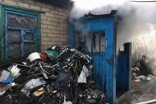 В результате пожара 48-летний житель Богдановки попал в больницу с отравлением продуктами горения