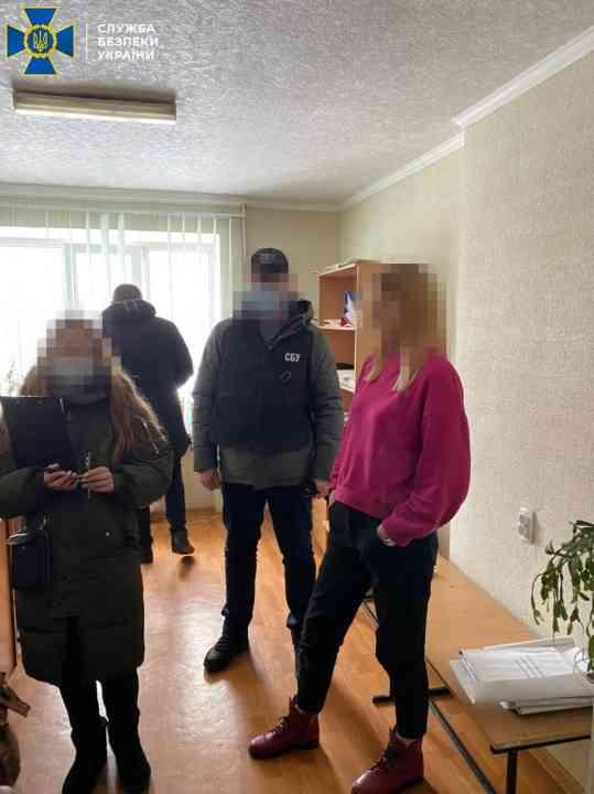 Сотрудница суда и ее подельник задержаны на Павлоградщине при получении взятки