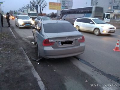 Чудеса бывают: разлетавшиеся после столкновения авто в Павлограде пролетели в сантиметрах от пешехода