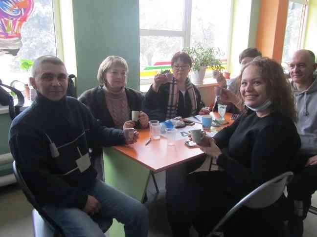 Накануне 8 марта в Павлограде говорили о женской красоте и болтливости, о коровах и сарафанах