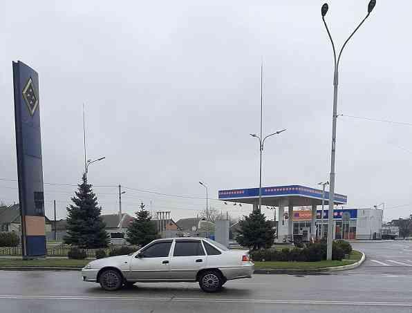 На автозарпавке Медведчука в Павлограде можно купить хот-дог, а заправить автомобиль уже не получится