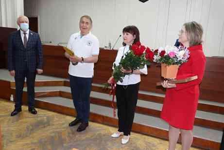 Депутаты Павлоградского горсовета приветствовали Анатолия Вершину, как настоящего чемпиона