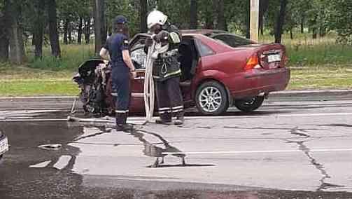 На Днепровской два автомобиля от столкновения разбились в лепешку