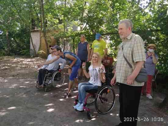 Играют все: в Павлограде набирает обороты популярность игра в петанк