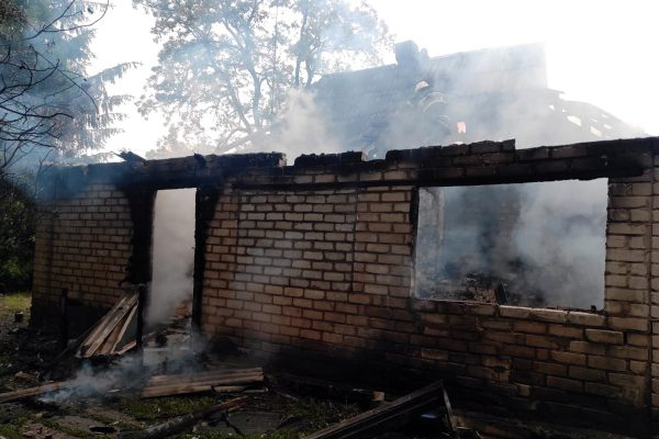 В пожаре в с. Шахтерское сгорела веранда и крыша дома