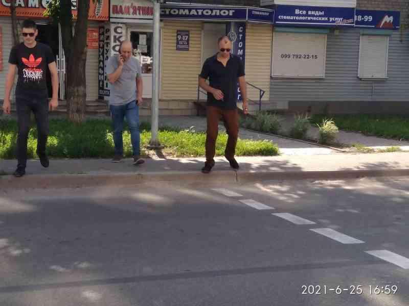 В Павлограде новый светофор лишил пешеходов разума