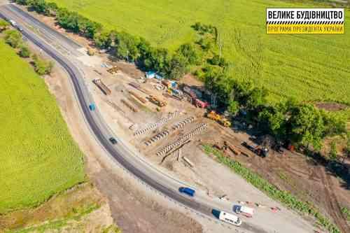 Большое строительство: на подъезде к Павлограду дорога будет в 4 полосы