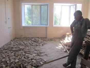 При ремонте в павлоградской больнице обнаружены окаменевшие следы ударников социалистического соревнования