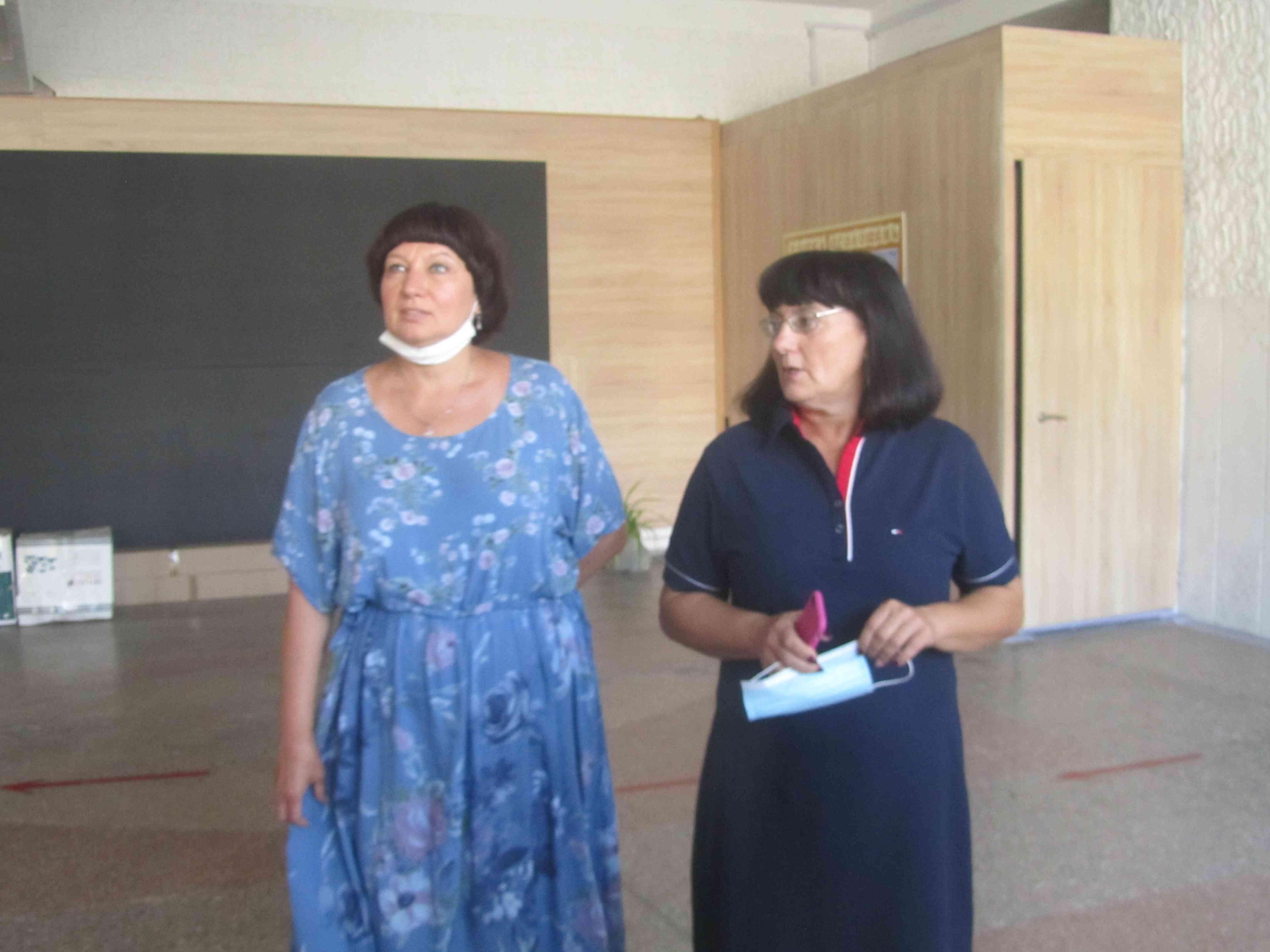В Павлоградской школе установили трибуну, как тренажер для героев