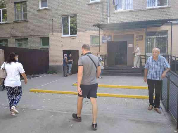Павлоградские медики не справляются с потоком больных, которые заполняют коридоры амбулаторий