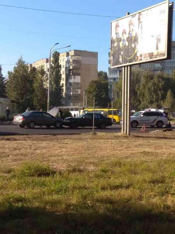 Не торопись: на ул. Днепровской в Павлограде столнулись два легковика