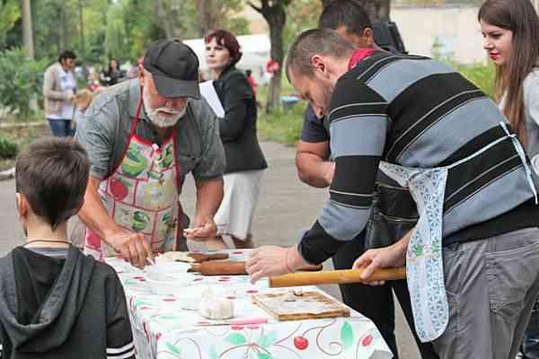 Селище Хімзавод в Павлограді всіх запрошує на варенички