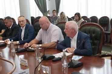 Чтобы спасти Западный Донбасс от страданий, обнищавший водовод депутаты вырвут из неумелых государственных рук
