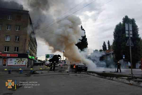 Огонь охватил салон внедорожника «Lexus» на ул. Полтавской в Павлограде