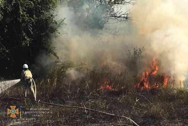 На улице Голикова в Терновке тушили пожар, чтобы огонь не успел принести много бед