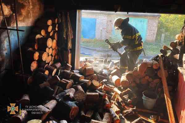 "В гараже кооператива ""Шахтер-2"" в Терновке загорелись дрова"